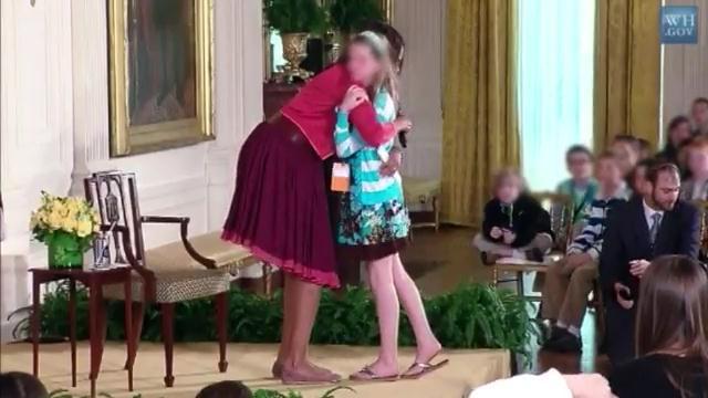 Usa: ragazzina consegna il curriculum del padre disoccupato alla First Lady